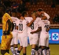 Jugadores albos celebran un gol en Copa Ecuador. Foto: Twitter Liga.