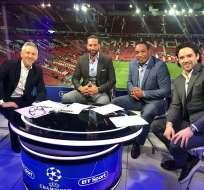 Los exjugadores ingleses, ahora comentaristas deportivos, estaban transmitiendo el partido. Foto: Tomada de @rioferdy5
