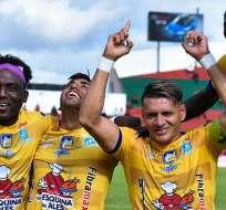 Jugadores de Delfín celebran uno de los goles ante Técnico Universitario. Foto: Twitter Delfín.