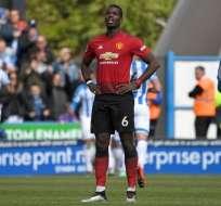 Pogba, jugador del United se lamenta el empate.