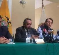 QUITO, Ecuador.- Fernando Villavicencio y su abogado Ramiro García dieron detalles del caso 'Arroz verde'. Foto: Twitter