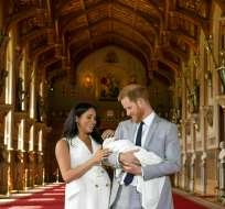 """Parados en un vasto vestíbulo alfombrado en el Castillo de Windsor, Meghan declaró que el bebé era """"un sueño"""". Foto: AP"""