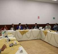 Parientes de equipo asesinado comparecen por trámite de juicio político a Espinosa.  Foto: Comisión Fiscalización