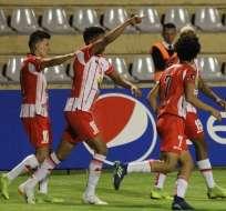 Jugadores de Técnico Universitario festejan uno de los goles. Foto: Twitter FEF.