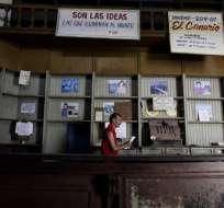 La medida busca hacer frente a la escasez de productos básicos. Foto: AP