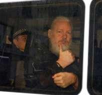 El australiano permaneció asilado desde el 2012 en la embajada de Ecuador en Londres. Foto: AFP