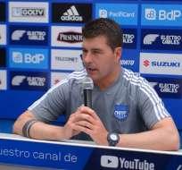 El entrenador de Emelec fue autocrítico tras la derrota ante Barcelona. Foto: API