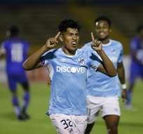 Bruno Vides celebra uno de sus dos goles. Foto: Twitter.