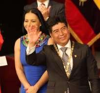 QUITO, Ecuador.- Yunda recibió las credenciales de parte de la presidenta del CNE, Diana Atamaint. Foto: Pública FM