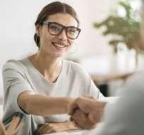 Un elemento que sigue siendo esencial en los procesos de contrataciones es la entrevista en persona. Getty Images