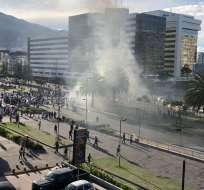 QUITO, Ecuador.- Los manifestantes bloquearon la avenida Naciones Unidas. Foto: cortesía