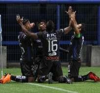 Jugadores de Independiente del Valle, celebrando el tanto del triunfo.