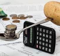 Dos economistas recomiendan priorizar los gastos y guardar el dinero a largo plazo. Foto: Pixabay