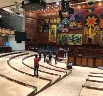 QUITO, Ecuador.- En el pleno de la Asamblea se retiraron las curules, como parte de las adecuaciones. Foto: Cortesía