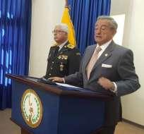En otro tema, el ministro Jarrín aclaró que las Fuerzas Armadas no entrarán a controlar cárceles. Foto: API