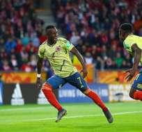 Jugadores colombianos festejan uno de los tantos contra Polonia.