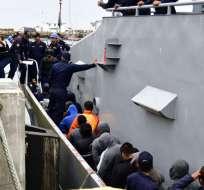 23 detenidos en altamar por trasladar droga llegan a Manta. Foto: API