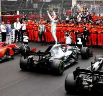 Hamilton en su festejo al terminar la carrera. Foto: Twitter Televisa.