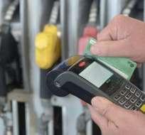 ECUADOR.- Entre los que anunció el ministerio de Economía está el pago por gasolina con tarjeta de crédito. Foto: Internet