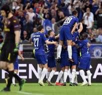 Chelsea festejando ante el Arsenal.