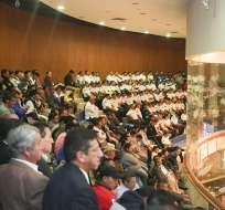 QUITO, Ecuador.- Transportistas concentrados en la Asamblea pedían eliminar sistema de puntos de licencia. Foto: Asamblea