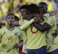 Jugadores colombianos festejan uno de los goles ante Panamá.