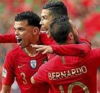 Pepe junto a Ronaldo (medio) y Bernardo.