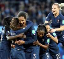 Selección de Francia celebra los cuatro goles de este viernes.