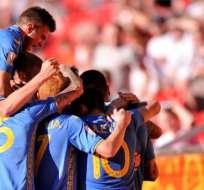 Jugadores ucranianos, celebrando el gol.