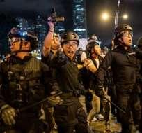 La policía reprimió a los manifestantes luego de que intentaran entrar al Legislativo. Getty Images