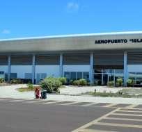 Jarrín anunció que se modificará el aeropuerto de San Cristóbal. Foto: Nicolás Larenas
