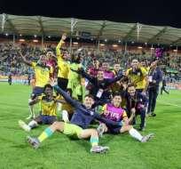 Jugadores de Ecuador celebran el gol en el tiempo extra. Foto: Twitter FEF.