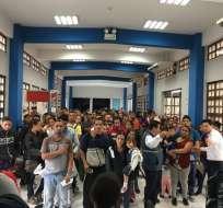 El puesto fronterizo funcionó durante toda la noche recibiendo a grupos de venezolanos.Foto: César Velasteguí