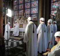 PARÍS, Francia.- La misa fue oficiada por el arzobispo de la ciudad, monseñor Michel Aupetit. Foto: AFP