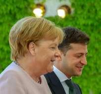 ALEMANIA.- La canciller participaba en una ceremonia oficial junto a Volodimir Zelenski. Foto: AFP