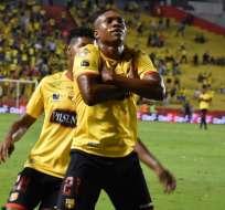 Ángelo Quiñónez festeja su gol cruzando los brazos. Foto: Twitter BSC.