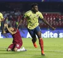 Duvan Zapata (7) celebra su gol ante Catar.