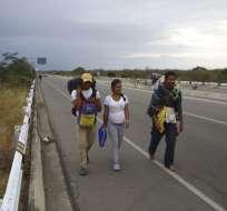 Ecuador estudia detalles para imponer visa a venezolanos. Foto: AP