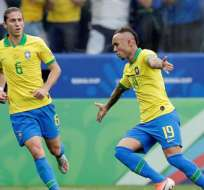 Jugadores de Brasil, celebrando uno de los goles.