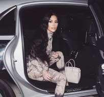 Kim Kardashian en Costa Rica con particular traje. Foto: IG