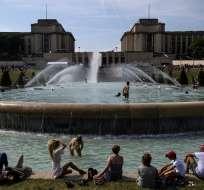 En Francia se espera entre 35 °C y 39 °C el martes por la tarde. Foto: AFP