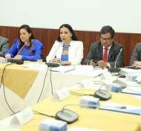 QUITO, Ecuador.- La presidenta del CNE expuso casos de aportantes que no pagaron Impuesto a la Renta.