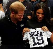 INGLATERRA.- La pareja real recibió una ovación de los 60.000 espectadores en el estadio este de Londres. Foto: AFP