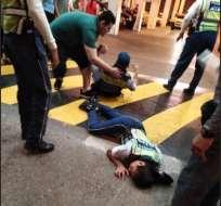 GUAYAQUIL, Ecuador.- Los agentes fueron atropellados dentro del estacionamiento de un centro comercial. Foto: ATM