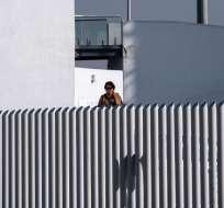 2 miembros del Departamento de Seguridad visitaron centros de detención cerca de frontera. Foto: AFP