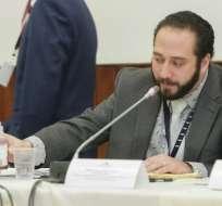 QUITO.- David Salomón, de la ARCSA, dijo que se cambió el cuarto informe realizado a los kits de VIH. Foto: Asamblea Nacional