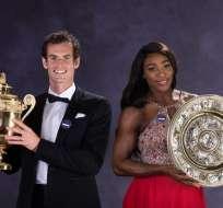 Murray y Serena con uno de sus trofeos.