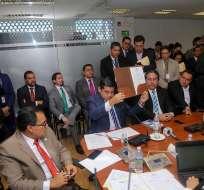 QUITO, Ecuador.- Titular del CPCCS acudió acompañado de un grupo de simpatizantes que respaldan su gestión. Foto: Twitter
