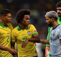El delantero brasileño respondió a Lionel Messi y defendió a Roddy Zambrano. Foto: PEDRO UGARTE / AFP