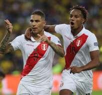 Paolo Guerrero celebra su gol de penal ante Brasil. Foto: Twitter Selección de Perú.